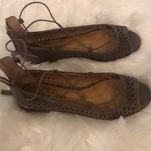 Lucky Brand leather flat with strappy details